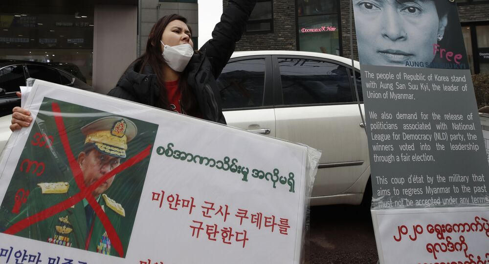 احتجاجات ضد الانقلاب العسكري في مدينة يانغون، ميانمار 6 فبراير 2021