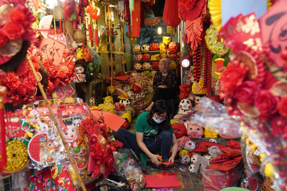 موسم الاحتفالات برأس السنة القمرية الجديدة في هانوي، فيتنام، 04 فبراير 2021