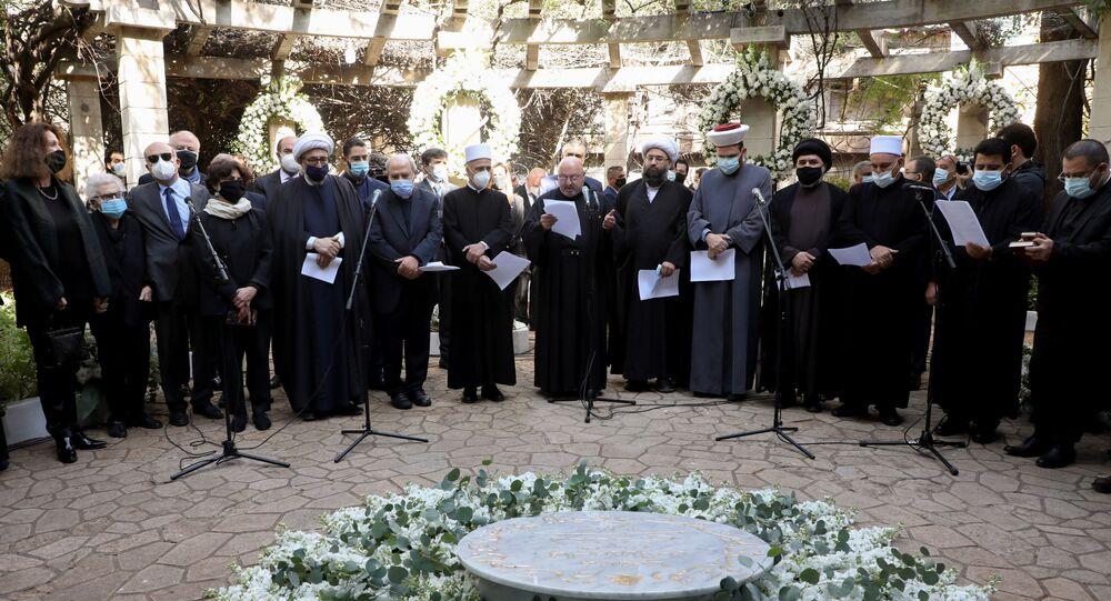 السفيرة الأمريكية في لبنان دوروتي شيا تحضر مراسم تشييع الناشط السياسي لقمان سليم، في منطقة الضاحية الجنوبية في بيروت، لبنان 11 فبراير 2021