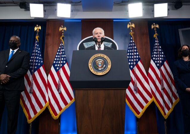 الرئيس الأمريكي جو بايدن أثناء زيارته إلى البنتاغون، فرجينيا، الولايات المتحدة 10 فبراير 2021