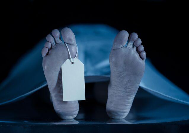 جثة في المشرحة