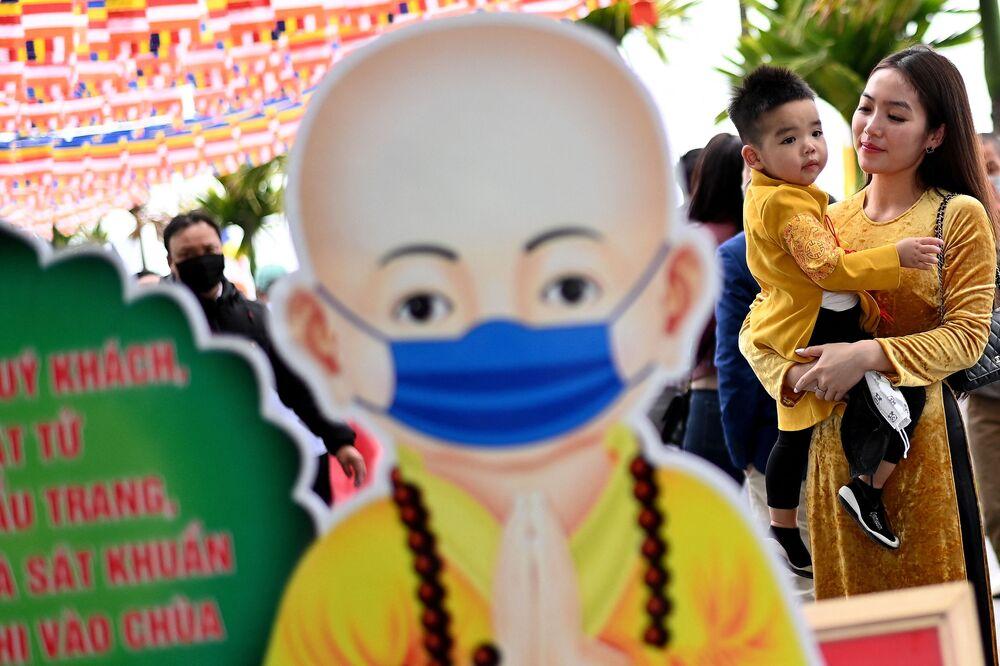 احتفالات حول العالم برأس السنة الصينية (القمرية) الجديدة - هانوي، فيتنام 12 فبراير 2021