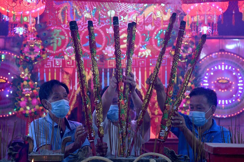 احتفالات حول العالم برأس السنة الصينية (القمرية) الجديدة - تاكماو، كامبوديا 11 فبراير 2021