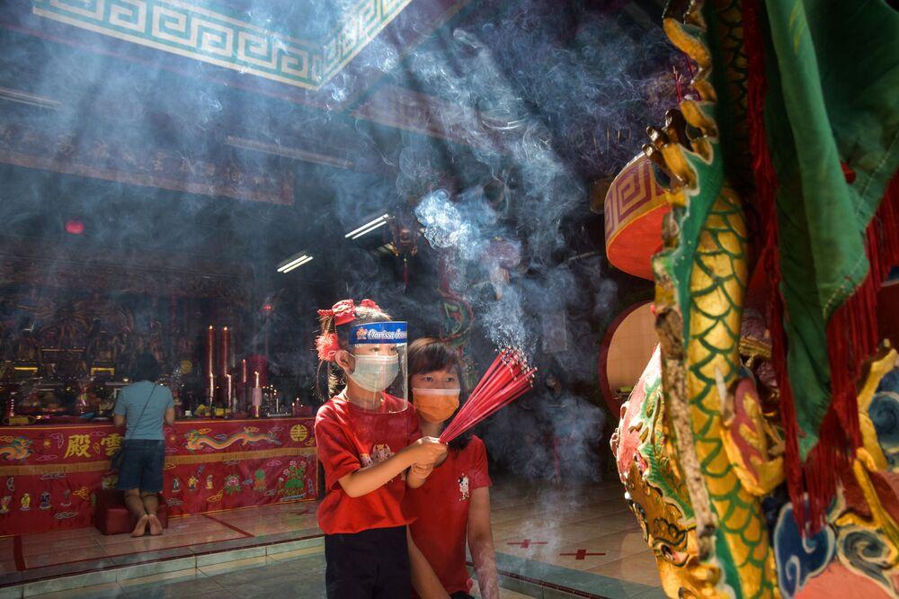 احتفالات حول العالم برأس السنة الصينية (القمرية) الجديدة - بيكانبارو، إندونيسيا 3 فبراير 2021