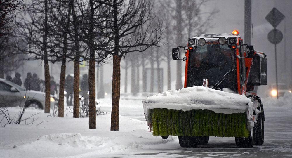 تنظيف الشوارع من الثلوج في موسكو