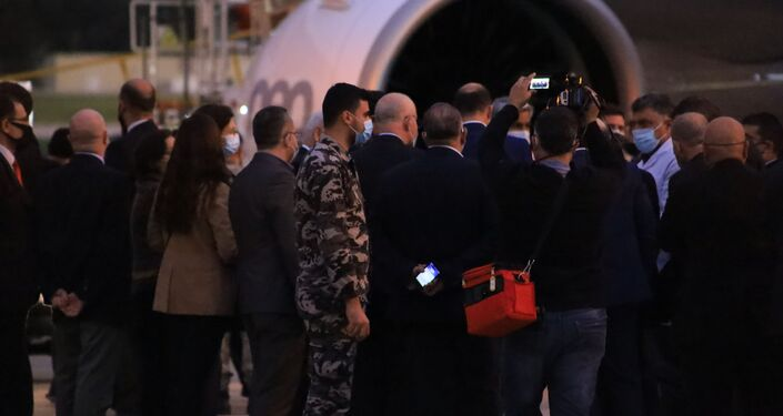 استقبال اللقاحات في مطار لبنان