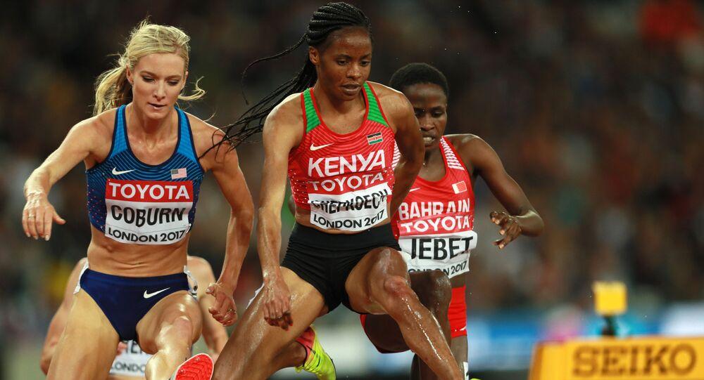 إيما كوبيرن (الولايات المتحدة الأمريكية) ، بياتريس تشيبكويتش (كينيا) وروث جيبيت (البحرين) في نهائي سباق حواجز 3000 متر سيدات في بطولة العالم لألعاب القوى 2017 في لندن