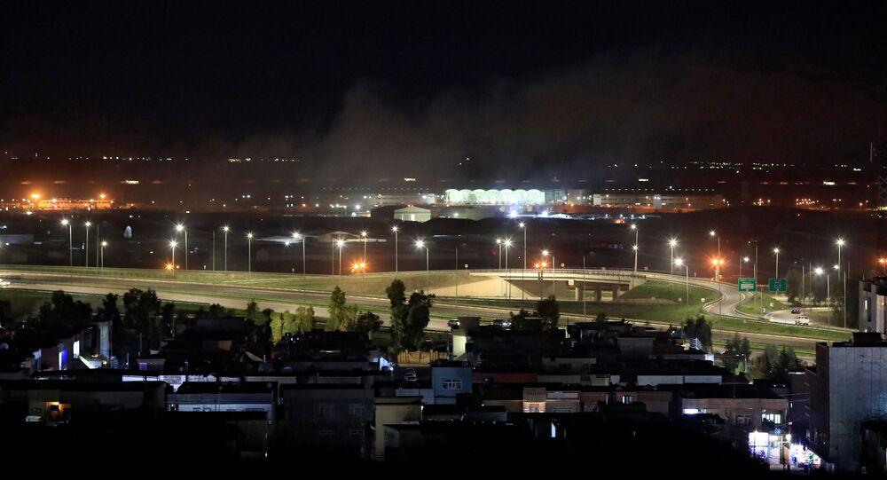 دخان يتصاعد فوق أربيل بعد أنباء عن سقوط قذائف هاون بالقرب من مطار أربيل بالعراق في 15 فبراير / شباط 2021