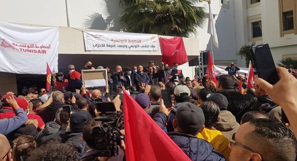 تونس : شلل تام في حركة النقل الجوي بسبب إضراب أعوان الخطوط التونسية
