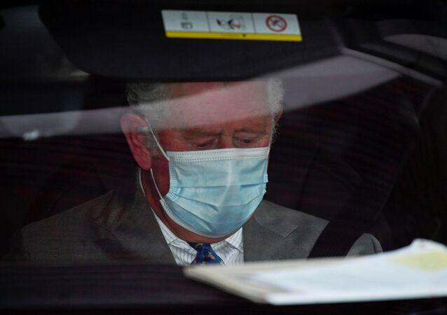 الأمير تشارلز مغادرا مستشفى الملك إدوارد السابع، حيث تم قبول والده الأمير البريطاني فيليب، لندن، بريطانيا، 20 فبراير/ شباط 2021