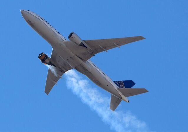 رحلة طيران خطوط يونايتد الأمريكية UA328 تعود إلى مطار دنفر الدولي بعد اشتعال النيران أثناء التحليق فوق دنفر، كولورادو، أمريكا، 20 فبراير/ شباط 2021