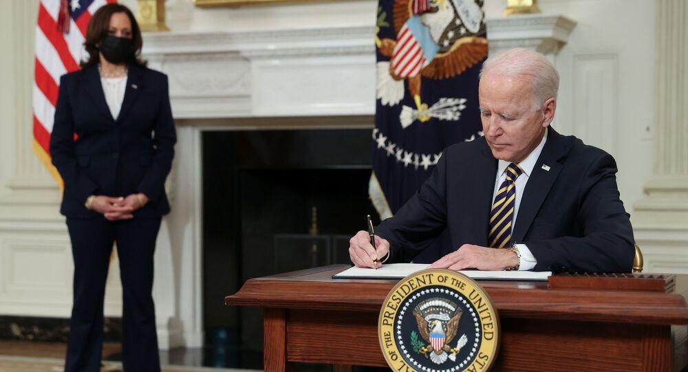 الرئيس الأمريكي جو بايدن يبطل  مرسوم رئاسي لـ ترامب بمنع العديد من طالبي البطاقة الخضراء والعمال الأجانب المؤقتين من دخول الولايات المتحدة