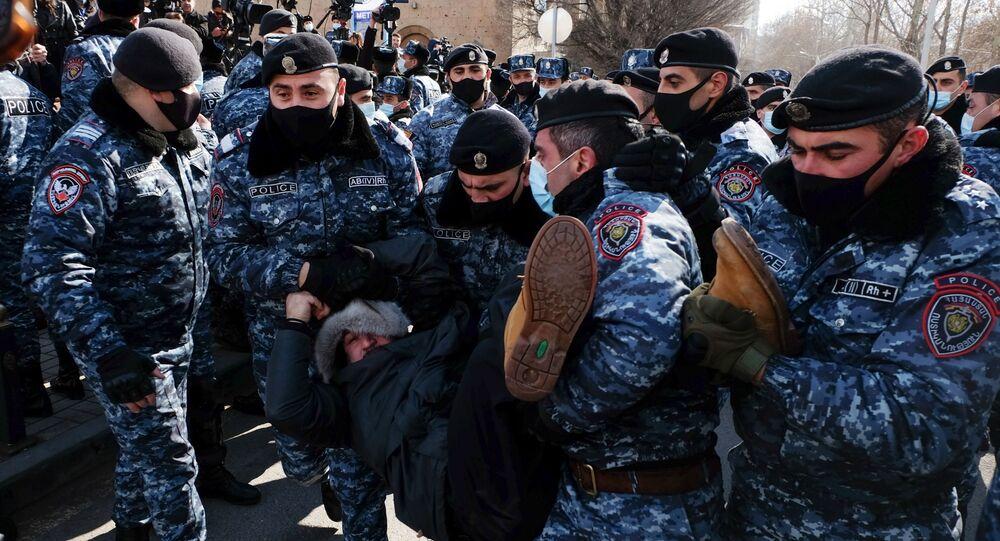 الوضع في أرمينيا - احتجاجات ضد رئيس الوزراء نيكولاي باشينيان في يريفان، 24 فبراير 2021