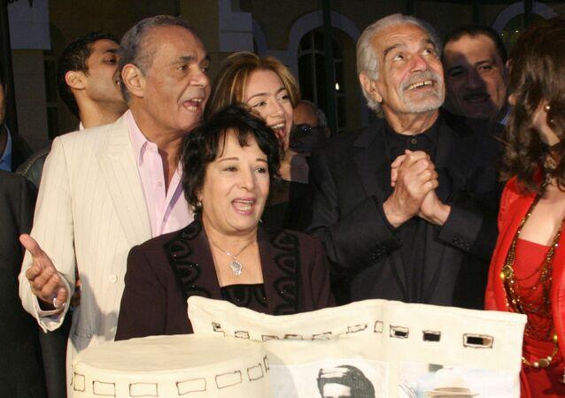 الفنانة المصرية، سميرة عبد العزيز، مع الفنانين عمر الشريف ومحمد خيري