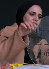 المهندستان المعماريتان أريج السقا وهيا أبو دقة من مدينة خان يونس تؤسسان مشروعهن الريادي الخاص لتجاوز البطالة في قطاع غزة، فلسطين، 25 فبراير 2021