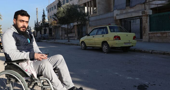 الشاب السوري محمد جحجاح، مصاب حرب يقود تاكسي في حلب، سوريا