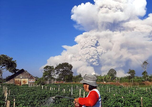 ثوران بركان سينابونغ، إندونيسيا 2 مارس 2021