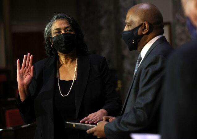 سونسيريا آن بيري، أول أمريكية من أصول أفريقية وثامن امرأة تشغل منصب سكرتير مجلس الشيوخ الأمريكي،