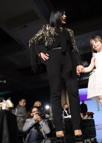 أطفال مصابين بـ متلازمة داون يقدمون عرضا للأزياء في دمشق، سوريا مارس 2021
