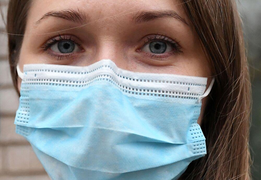 كبيرة الممرضات في مستشفى مؤقت أقيم حديثاً لمعالجة المصابين بمرض كوفيد - 19، في المستشفى السريري الإقليمي كراسنويارسك باسم ب. غ. ماكاروف، روسيا 30 أكتوبر 2020