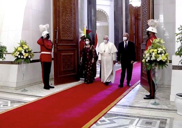 الرئيس العراقي برهم صالح يلتقي مع البابا فرانسيس في القصر الرئاسي في بغداد، العراق 5 مارس 2021