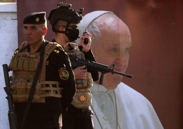 بابا الفاتيكان يصل كنيسة سيدة النجاة وسط بغداد، العراق 5 مارس 2021