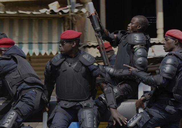 عناصر الشرطة السنغالية
