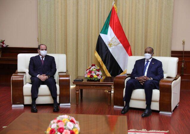 الرئيس المصري عبد الفتاح السيسي في ضيافة رئيس مجلس السيادة في السودان عبد الفتاح البرهان