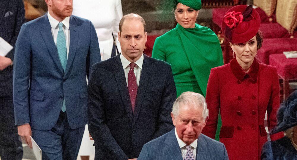 الأمير هاري ووالده الأمير تشارلز ولي عهد إنجلترا وأخيه الأمير وليام دوق كامبريدج
