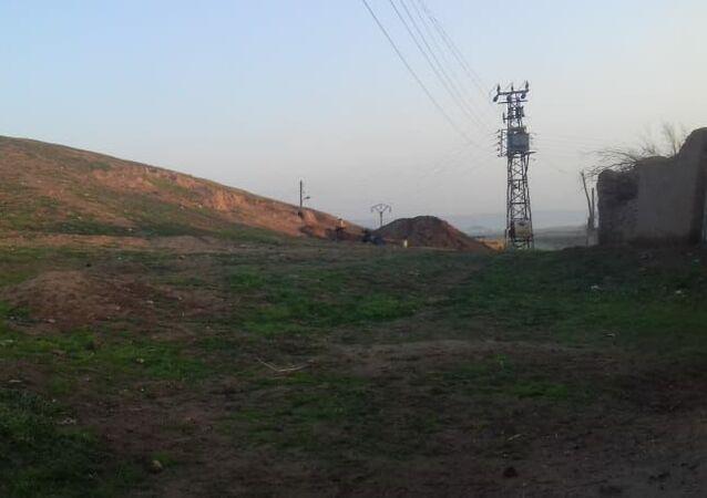 مسلحون موالون للجيش الأمريكي ينهبون تلا أثريا شرقي سوريا