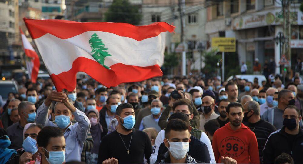 مظاهرات كبيرة من أجل إنقاذ لبنان وخلاص اللبنانيين في صيدا، لبنان مارس 2021