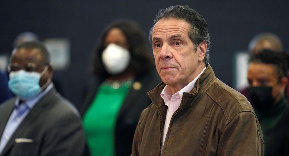 حاكم نيويورك الديمقراطي، أندرو كومو
