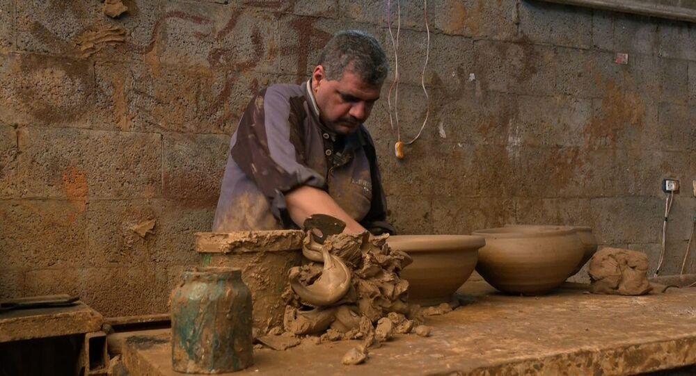 صناعة الفخار تراث يقاوم الاندثار