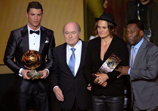 أسطورة كرة القدم العالمي بيليه مع النجم كريستيانو رونالدو