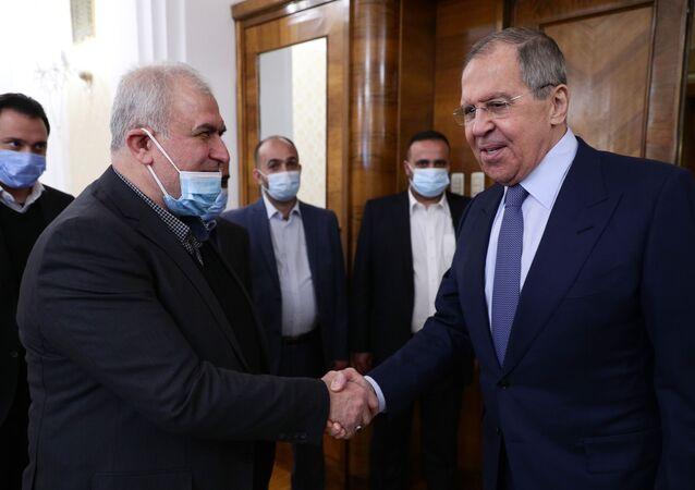 وفد حزب الله اللبناني خلال اجتماعه مع وزير الخارجية الروسي سيرغي لافروف في موسكو