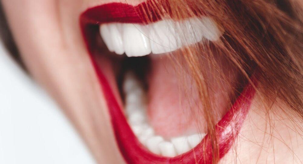 الأسنان البيضاء