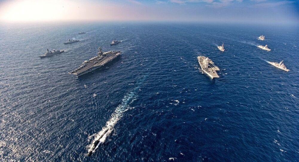 سفن حربية أمريكية ويابانية