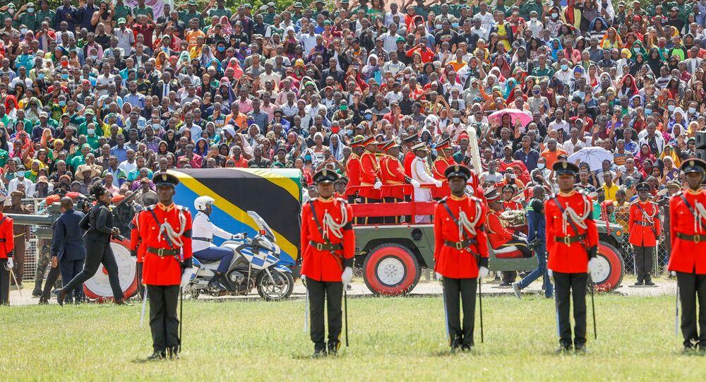 إلقاء نظرة الوداع على جثمان رئيس تنزانيا الراحل جون ماجوفولي