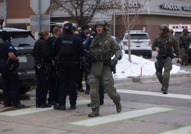 مقتل ما لايقل عن 10 أشخاص بينهم شرطي بإطلاق نار في ولاية كولورادو الأمريكية