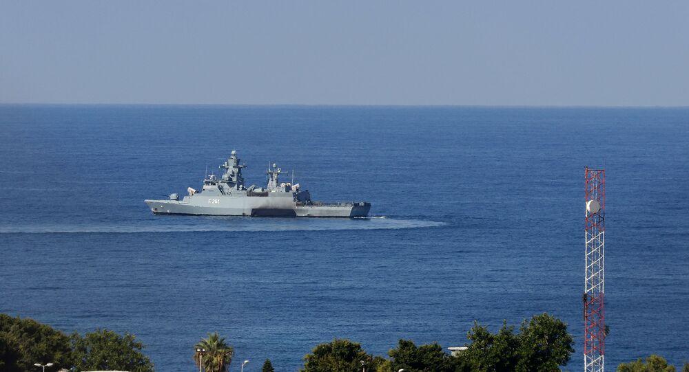 سفينة على الحدود بين إسرائيل ولبنان