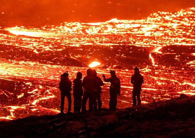 موقع ثوران بركان فاغرادالسفجال في شبه جزيرة ريكيانيس في أيسلندا في 21 مارس 2021