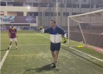 الشيف بوراك يلعب كرة القدم