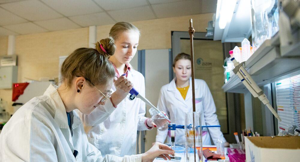 تصميم أجهزة قياس حرارة صغيرة فريدة لعلاج الأورام في روسيا