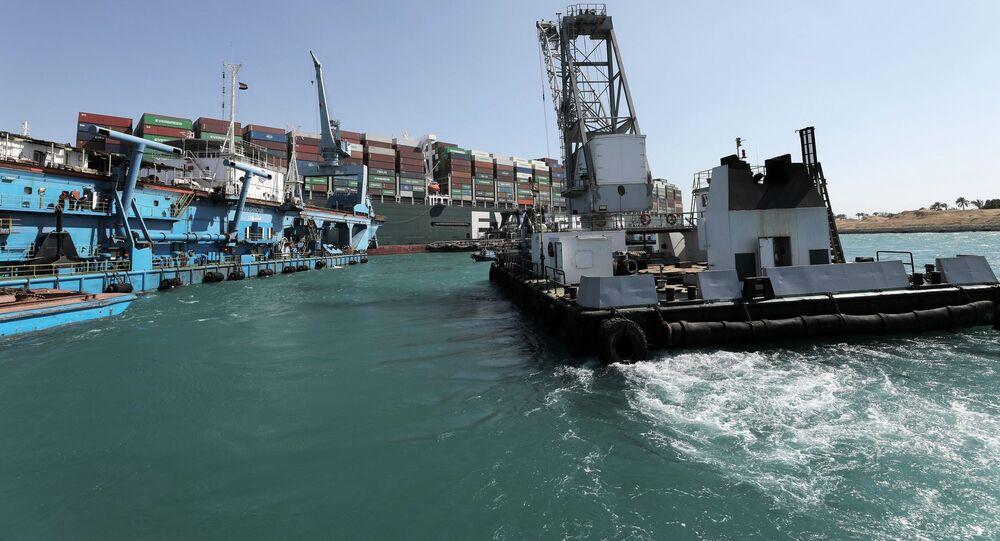 محاولات تعويم السفينة العملاقة إيفر جيفن في قناة السويس، مصر 29 مارس 2021