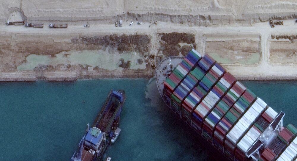 محاولات تعويم السفينة العملاقة إيفر جيفن في قناة السويس، مصر 28 مارس 2021