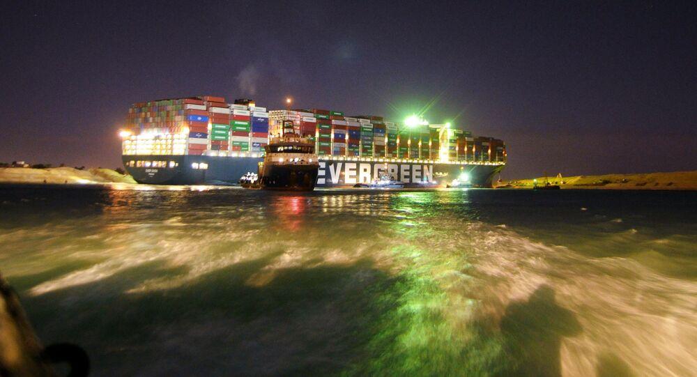 محاولات تعويم السفينة العملاقة إيفر جيفن في قناة السويس، مصر 27 مارس 2021