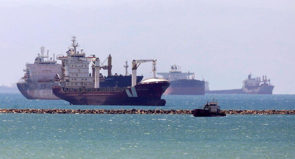 السفن العالقة في قناة السويس أثناء جنوح سفينة إيفرغيفن