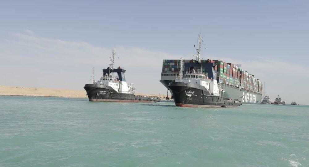تواصل حركة الملاحة في قناة السويس بعد تعويم  السفينة الجانحة