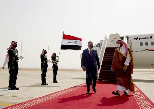 ولي العهد السعودي، الأمير محمد بن سلمان، يستقبل رئيس الوزراء العراقي مصطفى الكاظمي في مطار الرياض