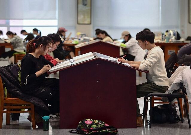 طلاب صينيون